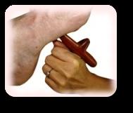 massage reflexo avec outil bois